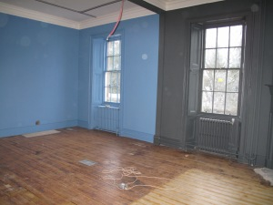 The grey and blue paint divide this room into Second World War and Post War galleries.