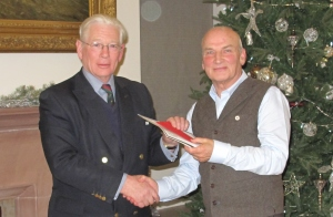 Sir Alistair Irwin presenting Gordon with his Volunteer of the Year award in December 2014.